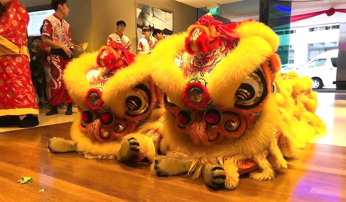 シンガポールの旧正月は幸運を呼ぶライオンダンス(中国獅子舞)